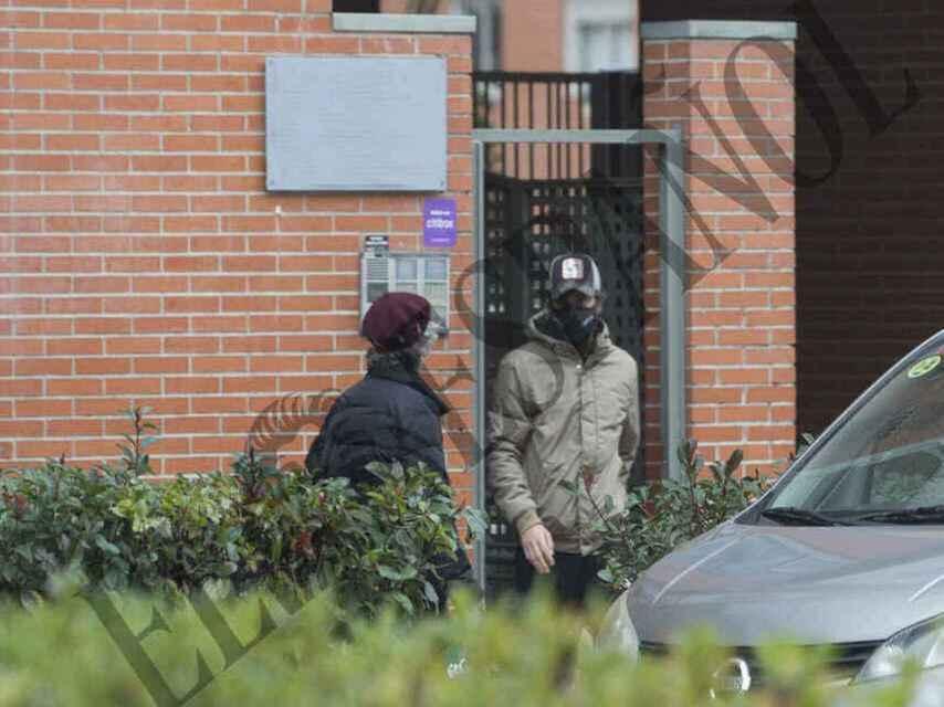 José Antonio Canales Rivera saliendo de su nueva casa en el norte de Madrid.