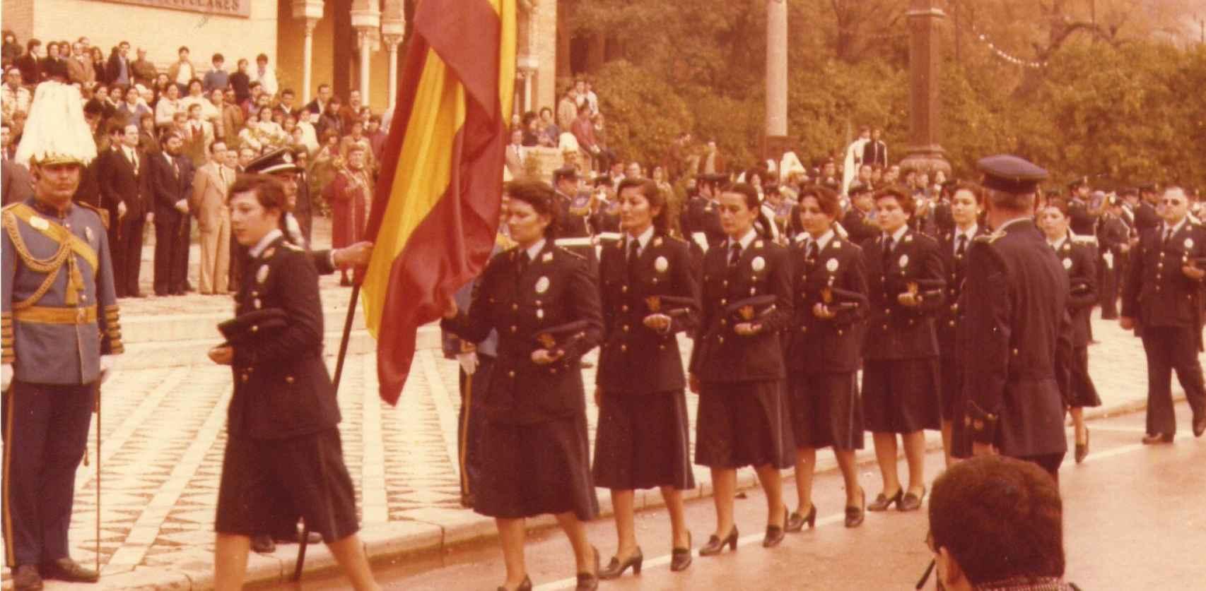 Jura de bandera de las nuevas policías municipales en el año 1981.
