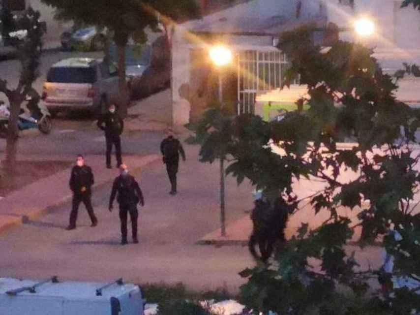 Imágenes después del tiroteo en Ciudad Real, con la policía tomando el barrio