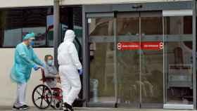 Una mujer ingresa en urgencias en la Fe de Valencia.