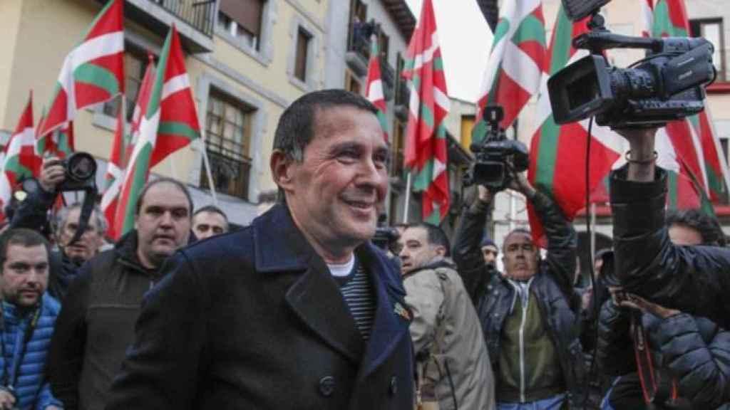 Recibimiento de Arnaldo Otegi tras su salida de prisión.  EP