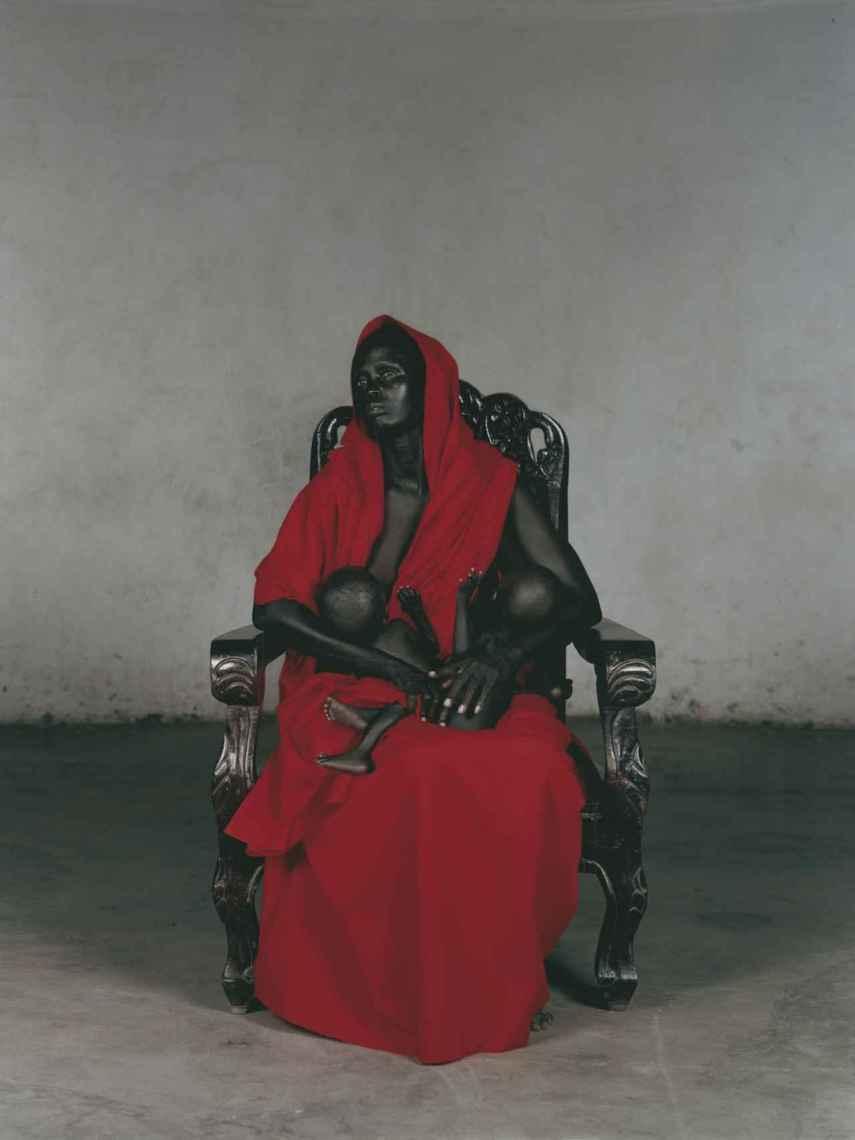'Black Madonna with twins', de Vanessa Beecroft.