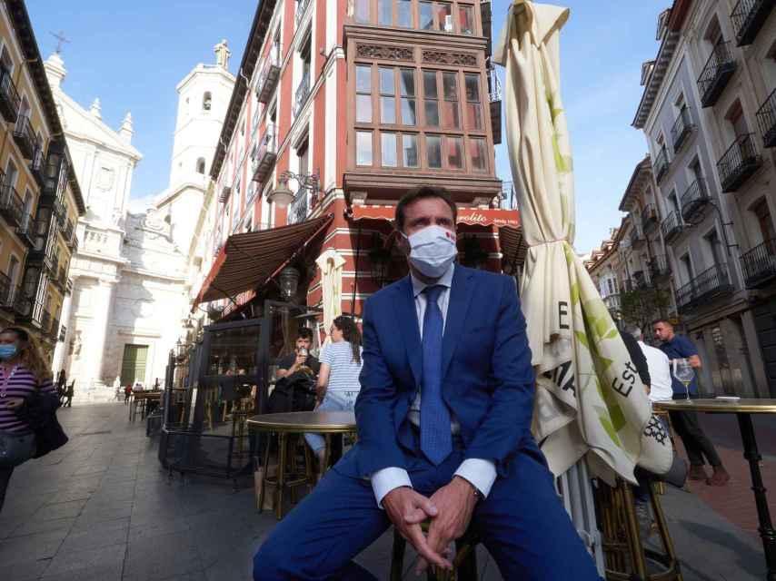 Óscar Puente, en un bar del centro de Valladolid.