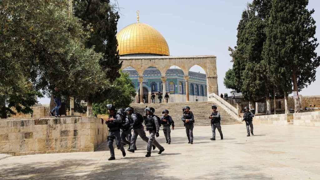 Las fuerzas de seguridad de Israel en el recinto de la mezquita Al Aqsa.