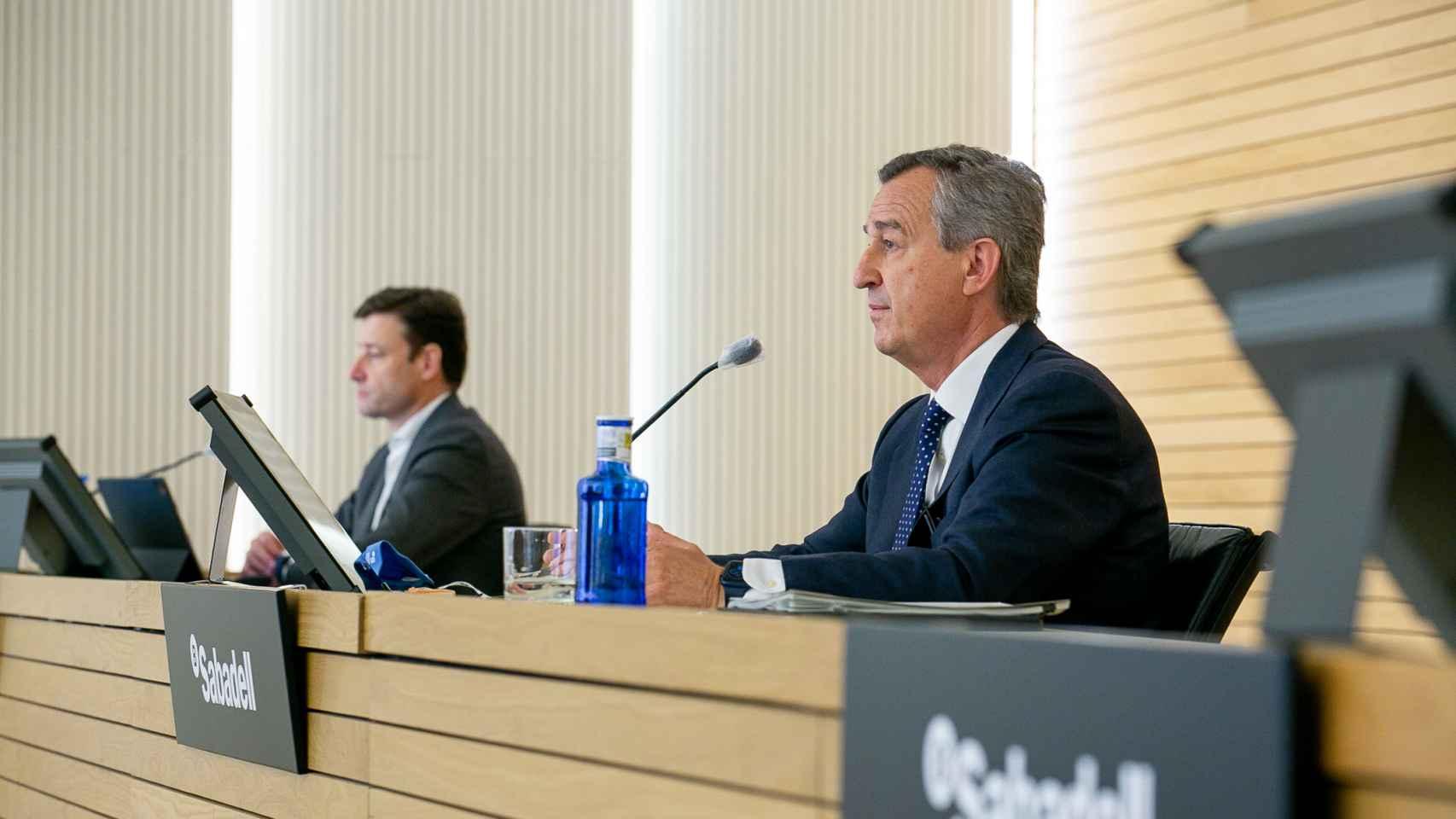 César González-Bueno, consejero delegado de Sabadell, y Leopoldo Alvear, director financiero de la entidad.