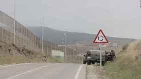 Un camión del Ejército español en las inmediaciones de la frontera de Melilla.