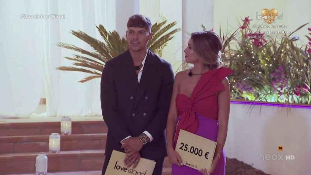 Celia ha decidido compartir los 25.000 euros con Miguel.