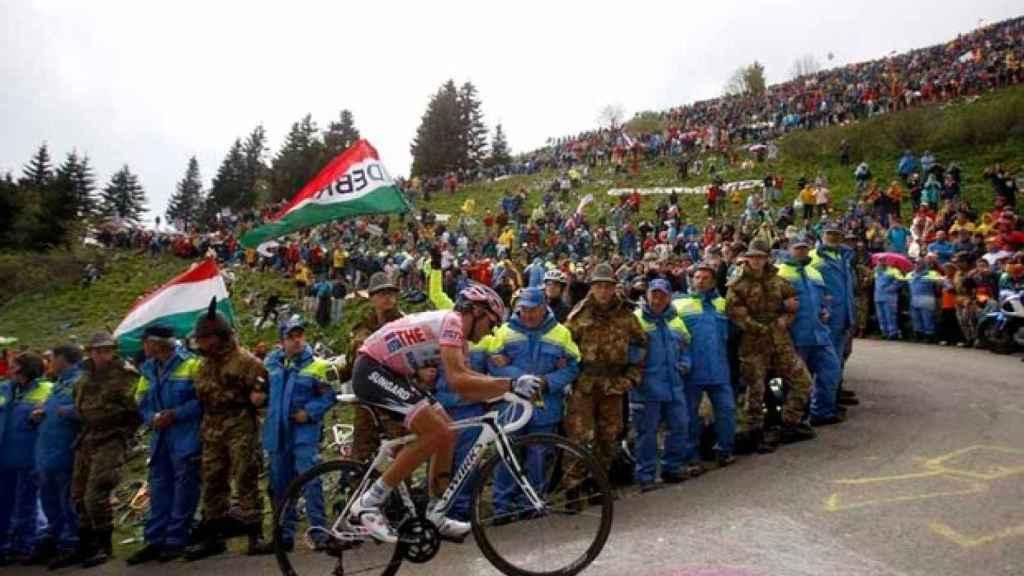 Alberto Contador en una de las míticas curvas del Zoncolan