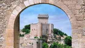Magnífica imagen del castillo de Alcarcón que acoge al Parador de la localidad cnquense