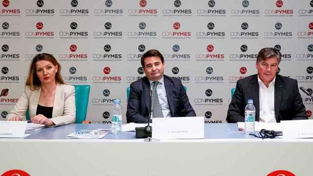 La secretaria general de Uatae, María José Landaburu; el presidente de Conpymes, José Luis Roca, y el presidente de Pimec, Antoni Cañete, durante el acto de presentación de Conpymes.