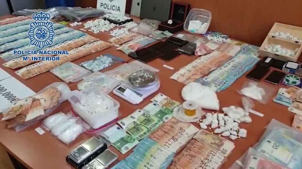Parte del botín incautado a los narcotraficantes.