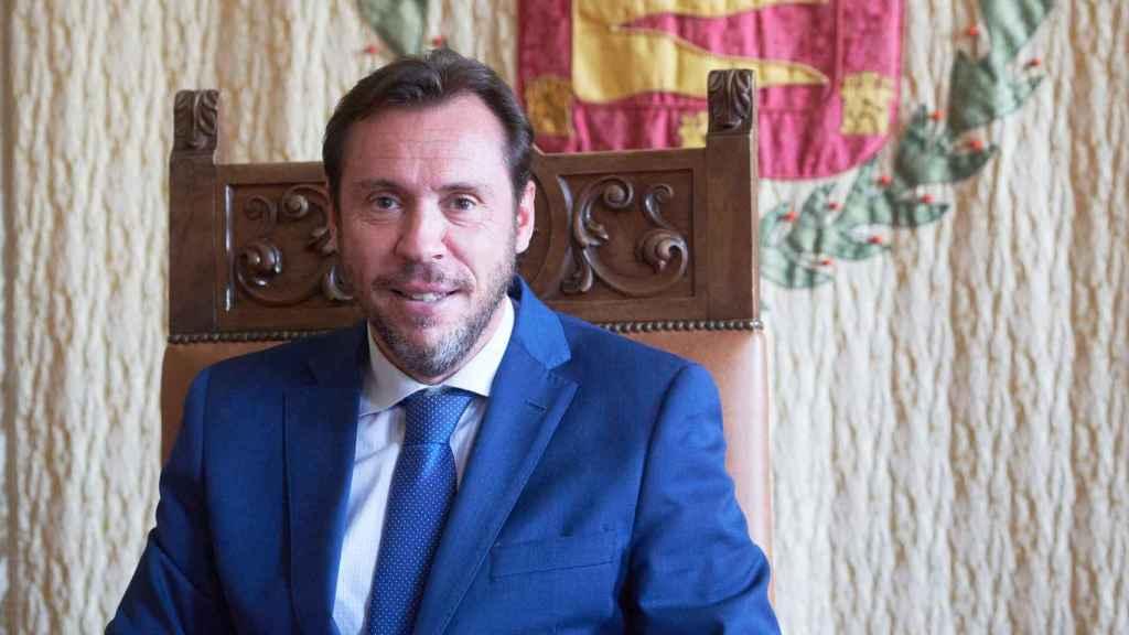 Óscar Puente, en el salón de recepciones del Ayuntamiento de Valladolid.
