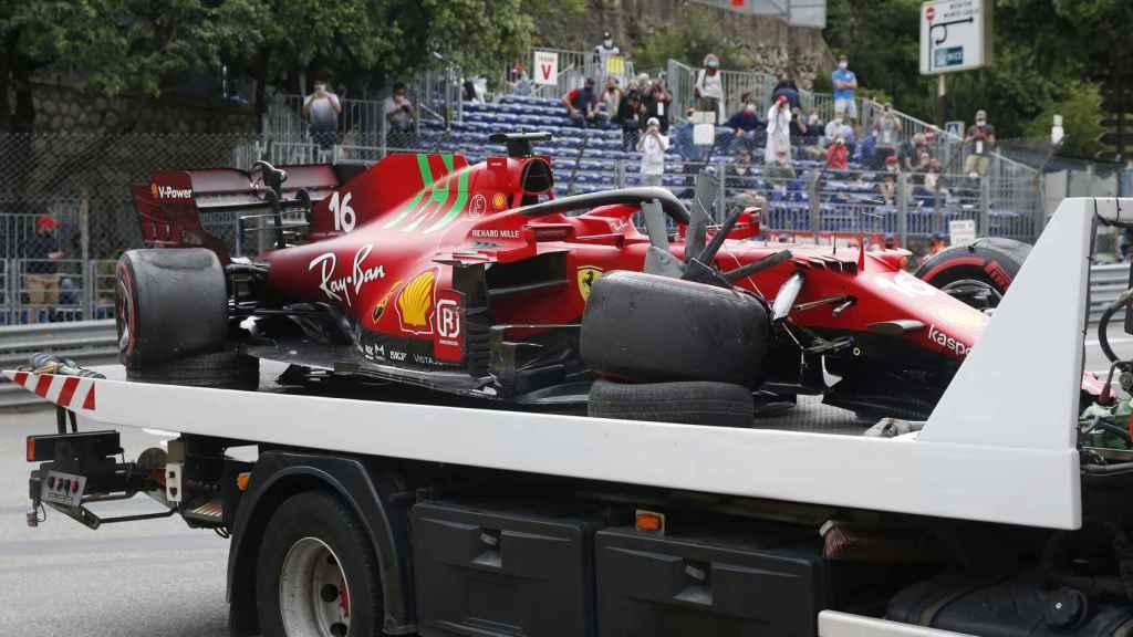 El coche de Leclerc tras su accidente en el GP de Mónaco