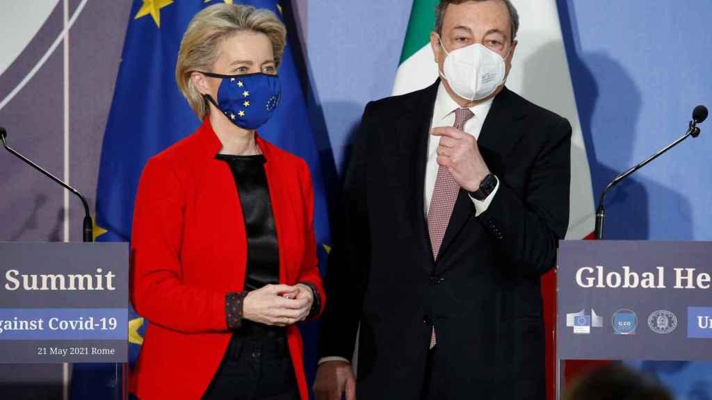 Ursula von der Leyen y Mario Draghi, durante la cumbre del G-20 sobre el coronavirus celebrada el pasado viernes en Roma.