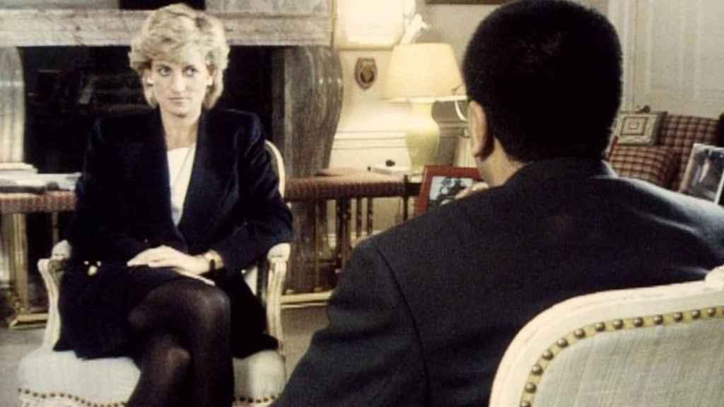 La princesa Diana de Gales siendo entrevista por Martin Bashir.