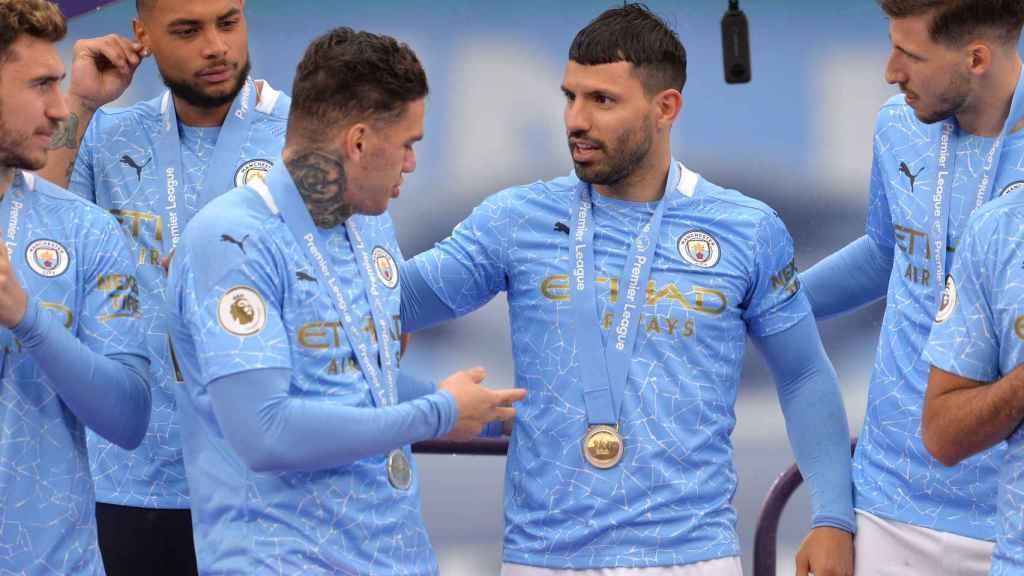 El Manchester City, con Agüero de protagonista, celebra la Premier League