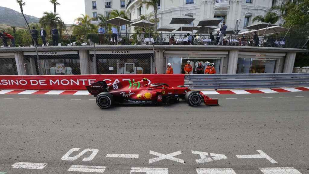 Carlos Sainz rueda con el SF21 en Mónaco