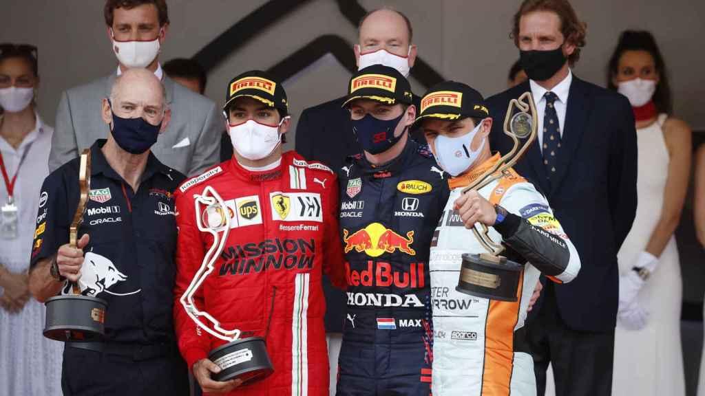 Carlos Sainz en el podio del Gran Premio de Mónaco