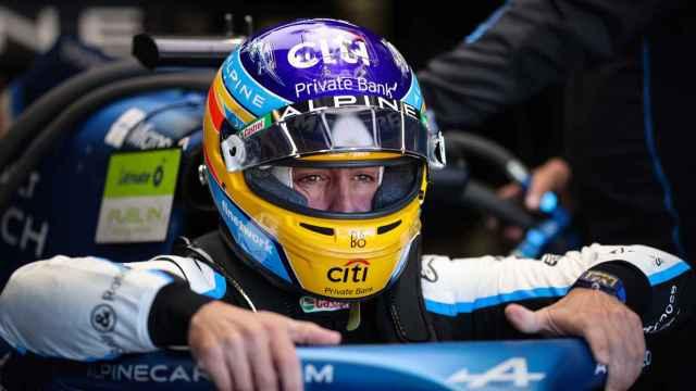 Fernando Alonso en su A521 en el circuito de Mónaco