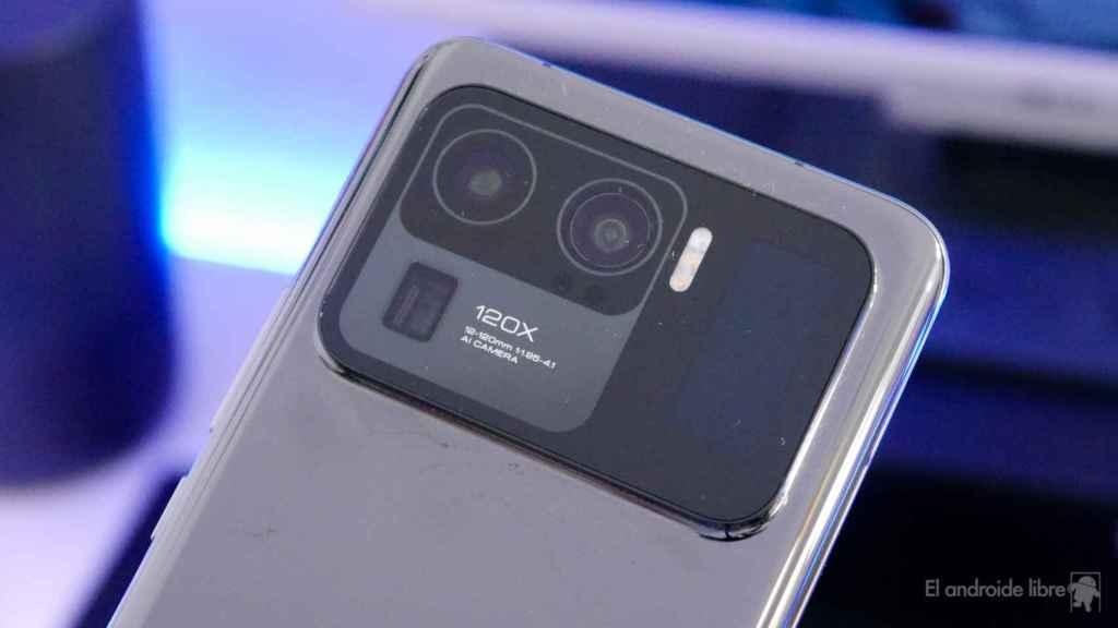 Módulo de cámara con tres sensores, pantalla, flash LED...