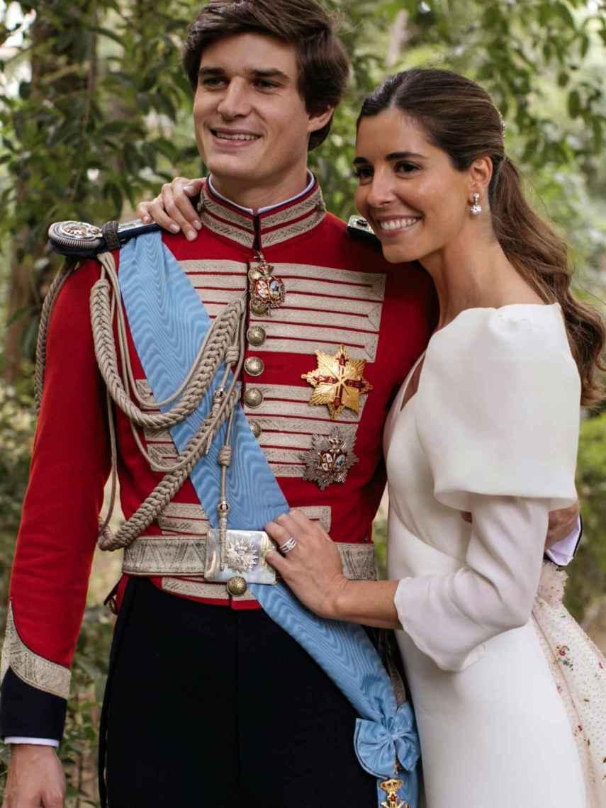 Carlos Fitz-James Stuart y Belén Corsini, convertidos ya en marido y mujer.