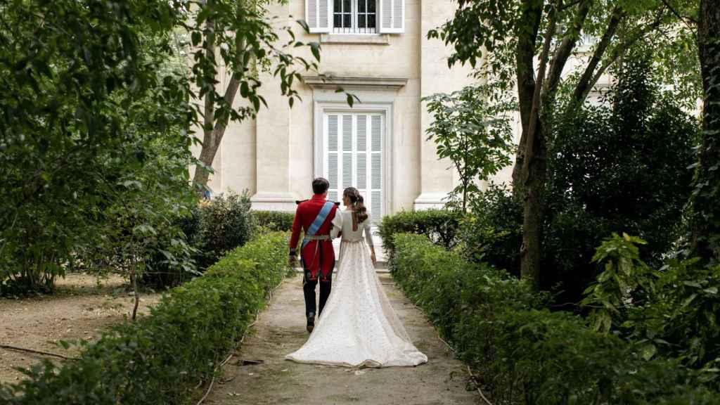El ya matrimonio ha querido difundir las fotografías más especiales del enlace a través de agencias españolas.