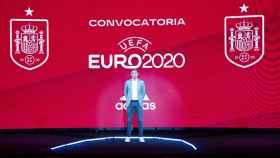 Luis Enrique, en forma de holograma, en la presentación de la convocatoria de la Selección para la Eurocopa