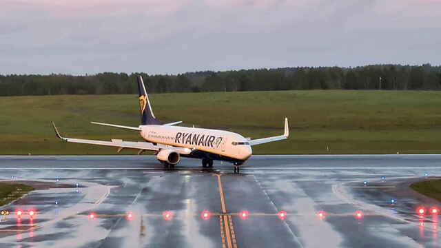 El avión de Ryanair secuestrado, durante su aterrizaje en el aeropuerto de Vilna