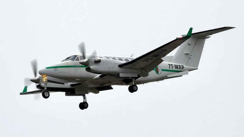 El avión turbohélice Super King Air B350 del Ejército del Aire de Argelia, con matrícula 7T-WRP, que este lunes ha aterrizado en Torrejón.