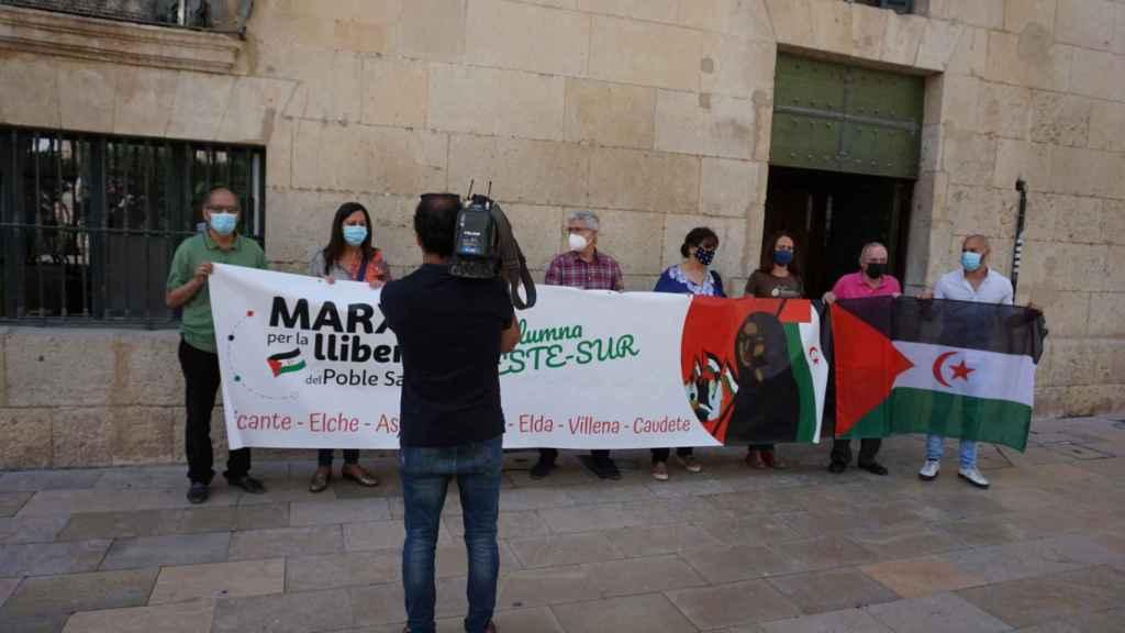 Imágenes de la concentración del pasado viernes en Alicante para presentar la marcha saharaui.