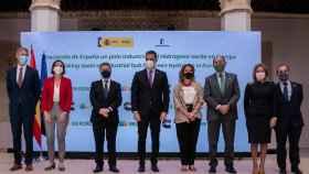 García-Page posa con Sánchez y Ribera, este lunes en Toledo.