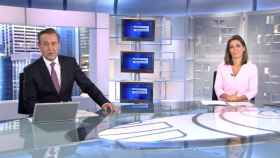 Pepe Ribagorda y Ángeles Blanco en 'Informativos Telecinco'.