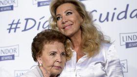Purificación Aguilera junto a su hija Norma Duval.