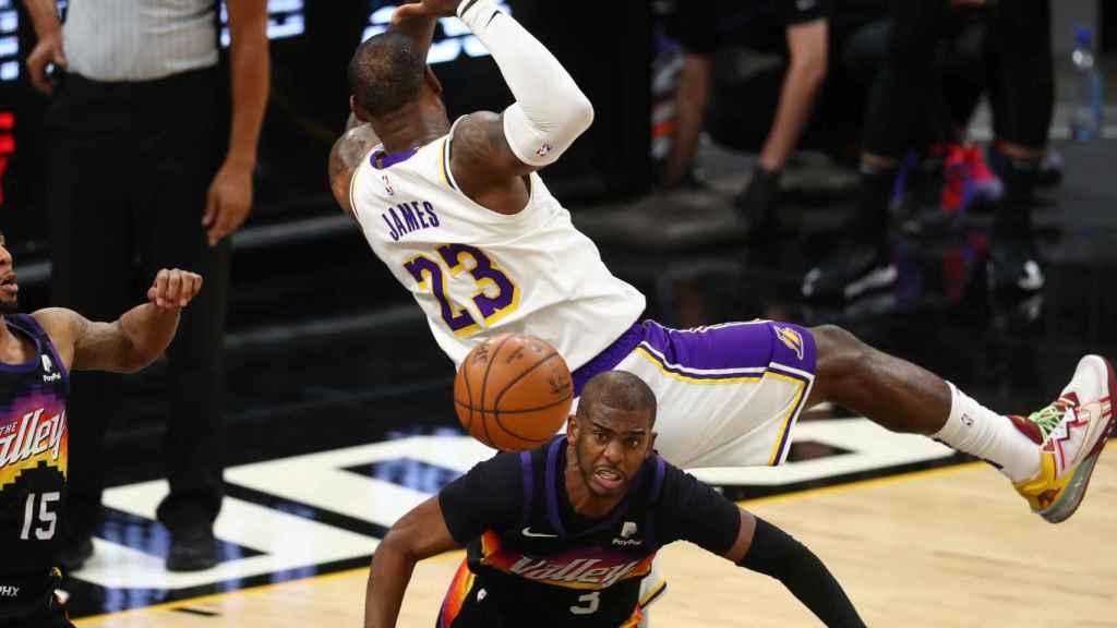 La falta de Chris Paul sobre LeBron James