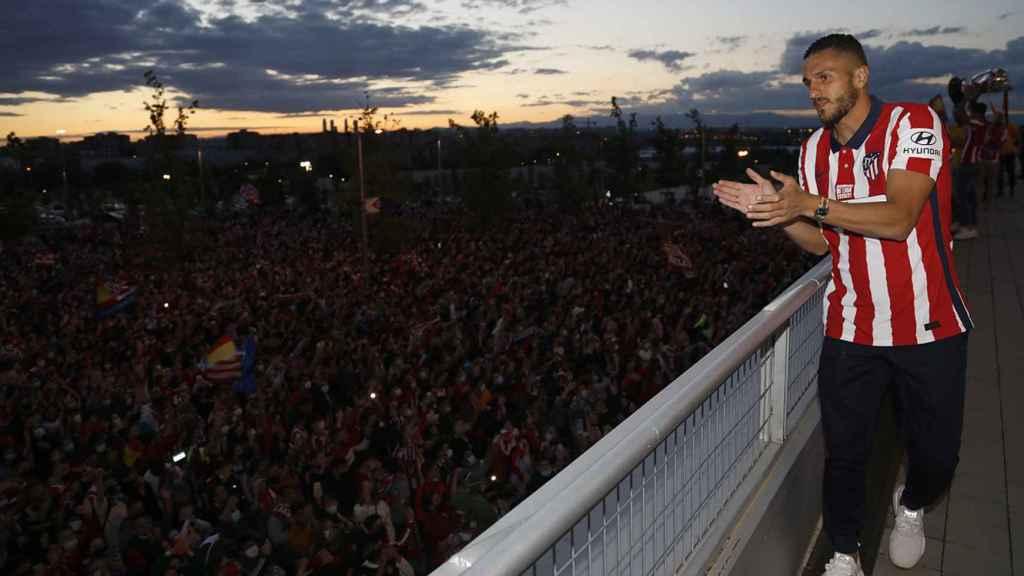 Koke celebra La Liga frente a cientos de aficionados