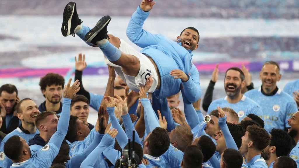La plantilla del Manchester City despide a Agüero