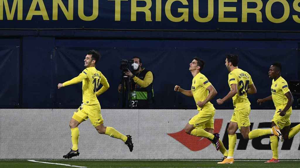 Manu Trigueros celebra su gol con el Villarreal ante el Arsenal en la Europa League