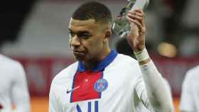 Mbappé recibe el premio a mejor jugador de la Ligue-1