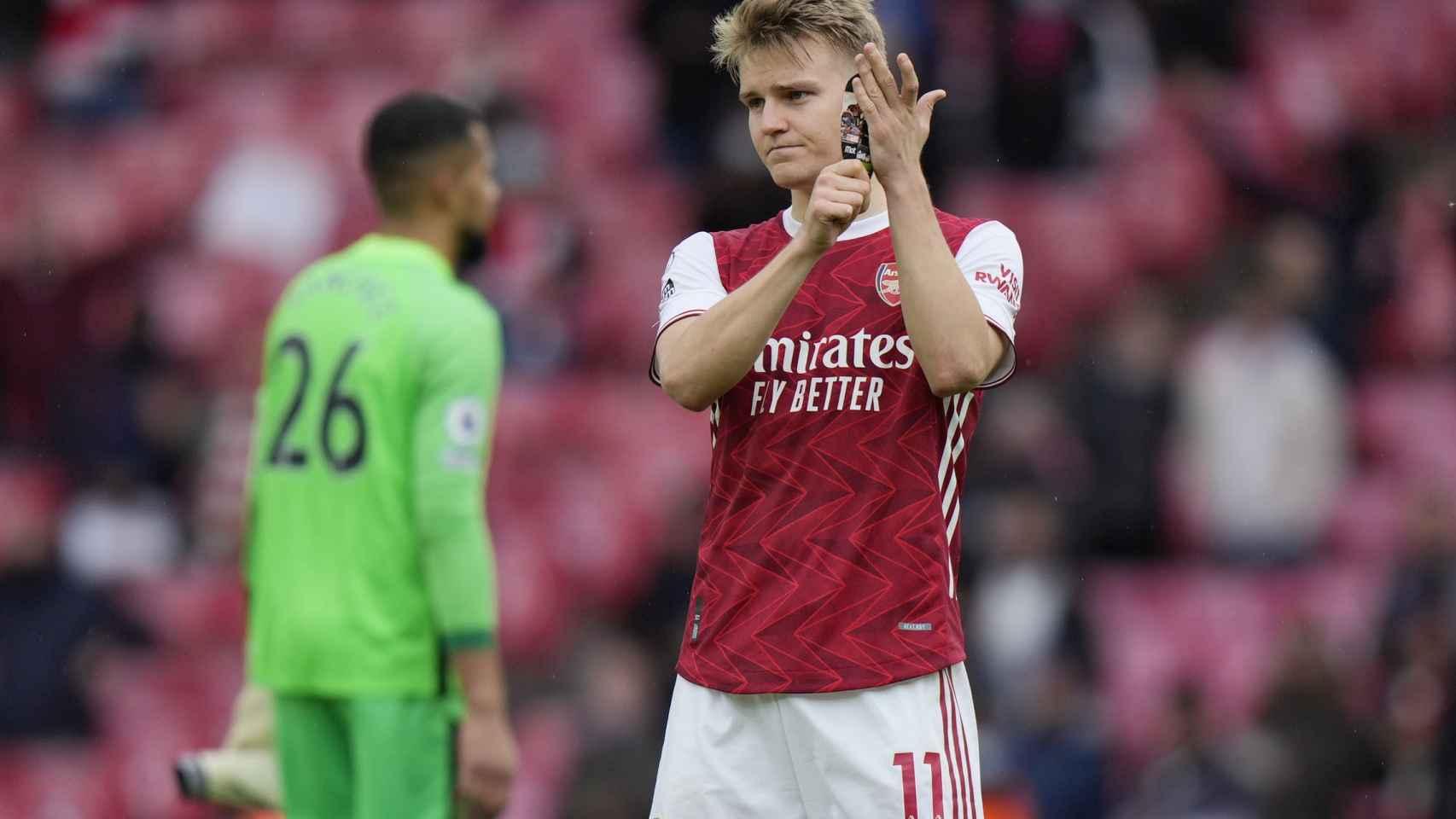 Odegaard se despide de la afición del Arsenal