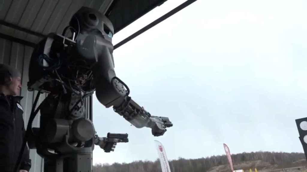 Los nuevos robots de guerra autónomos de Rusia se podrían parecer a Fedor.