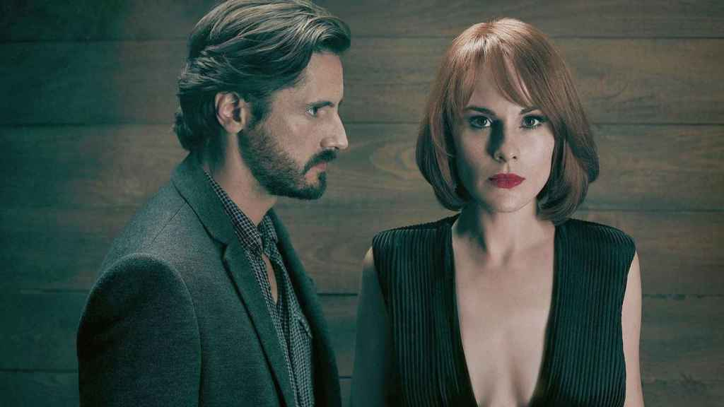 Juan Diego Botto y Michelle Dockery en 'Good Behavior'