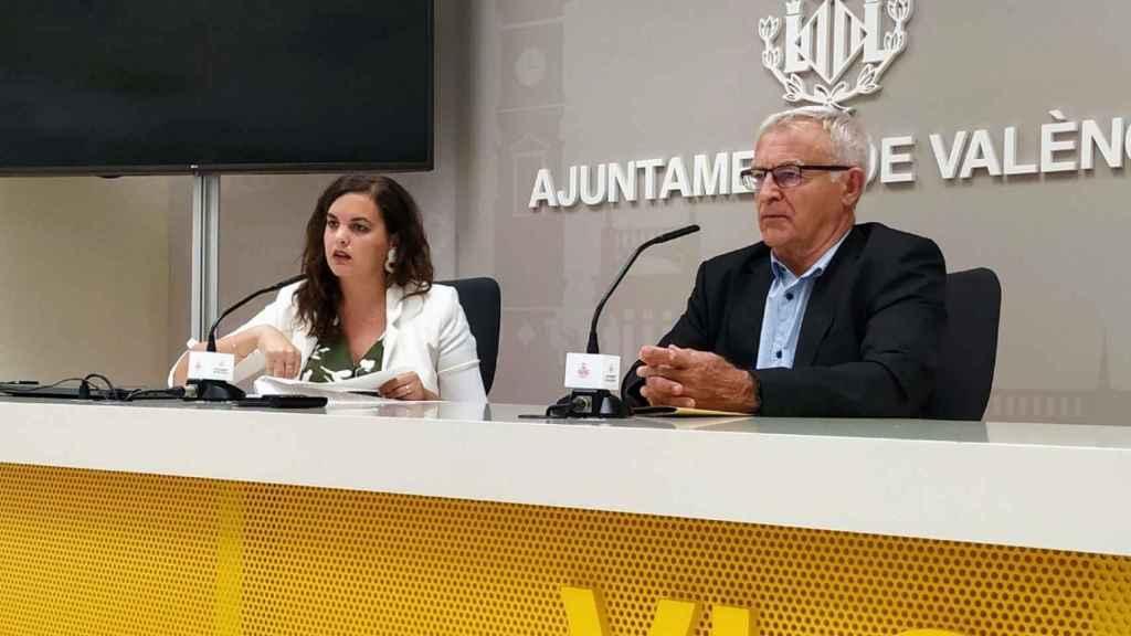Sandra Gómez, vicealcaldesa de Valencia y titular de Desarrollo Urbano, junto a Joan Ribó, alcalde de la ciudad. EE