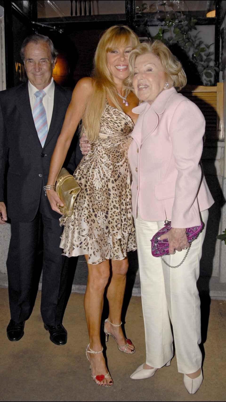 Obregón junto a sus padres en julio de 2007.