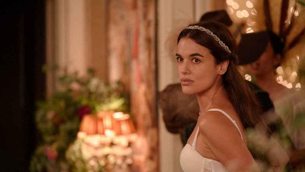 Adriana Ugarte en el flashback que marca la historia de 'Parot'.