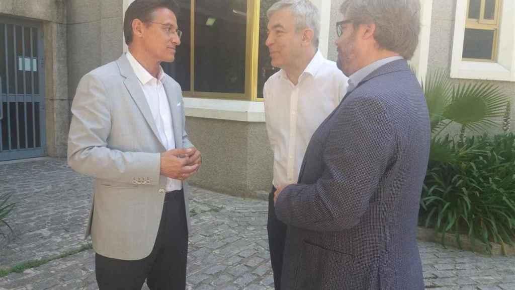 Luis Salvador con Fran Hervías en un encuentro en Granada con Luis Garicano en 2019.