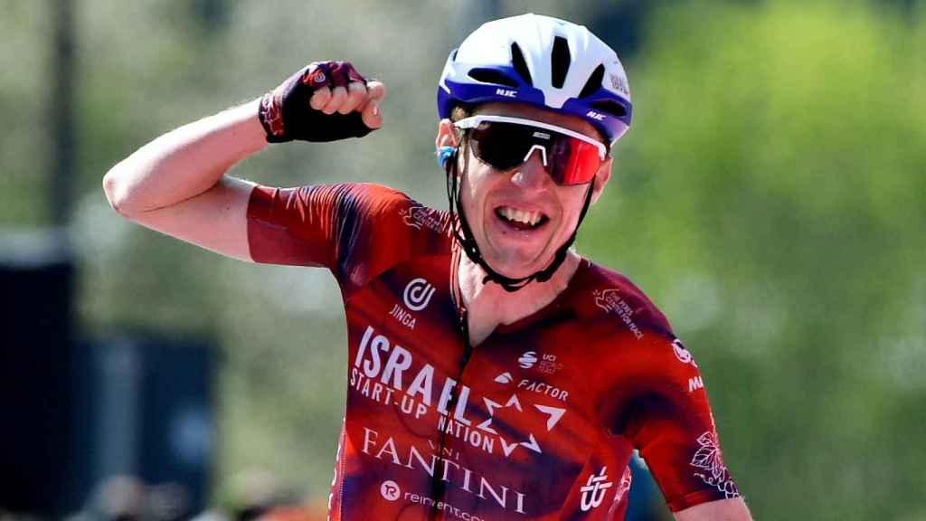 Daniel Martin llega a la cima de Sega di Ala en la etapa 17 del Giro de Italia 2021
