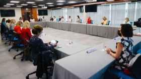 Imagen de la reunión de trabajo de Fedepe presidida por la reina Letizia