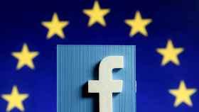 Bruselas exige a los gigantes digitales que corten la financiación a las webs de 'fake news'