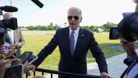 Joe Biden realiza declaraciones a los medios en la Casa Blanca.
