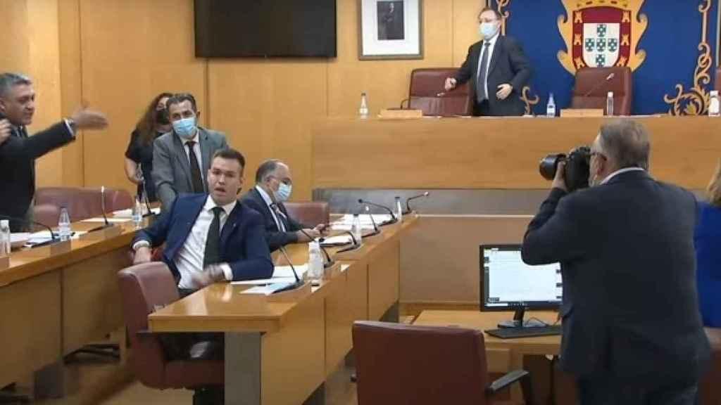 Sesión plenaria en la Asamblea de Ceuta donde se han enfrentado PP y Vox.